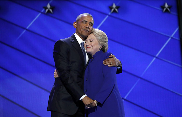 barack-obama-hillary-clinton-hug-photoshop-battle-8
