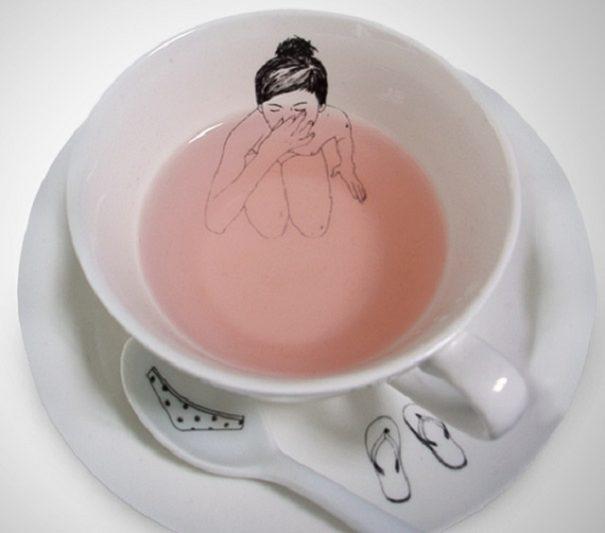 Bathing Girl Tea Cup Set