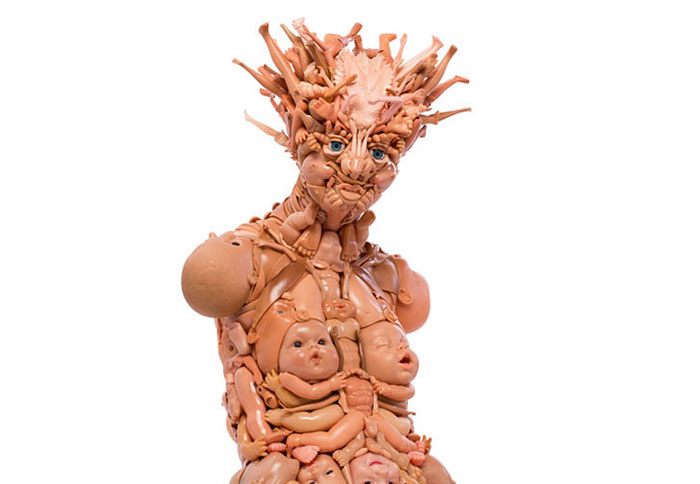 creepy-sculptures-made-with-recycled-doll-parts-27