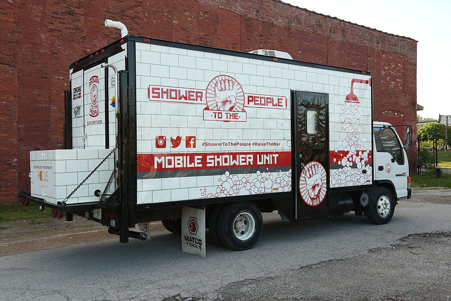 mobile-shower-to-the-people-homeless-16