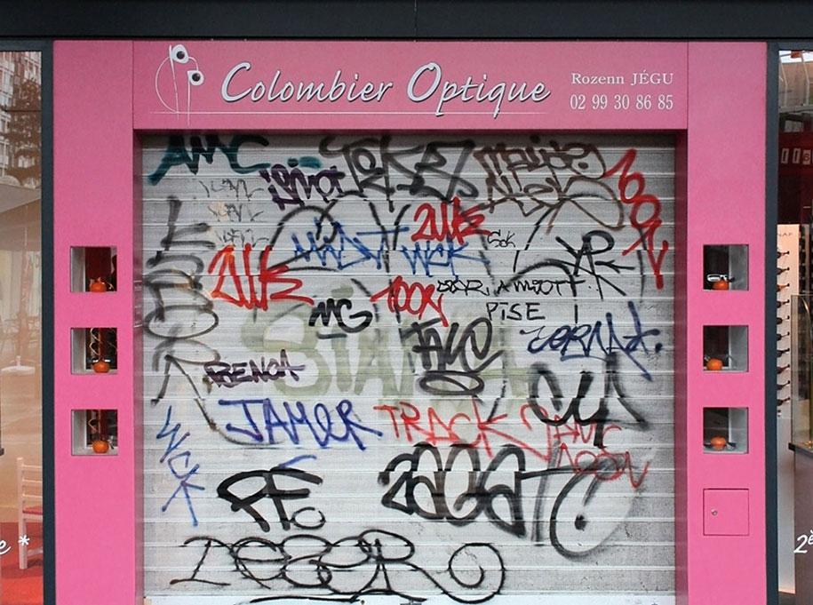 painting-over-graffiti-removing-tags-street-art-mathieu-tremblin-14