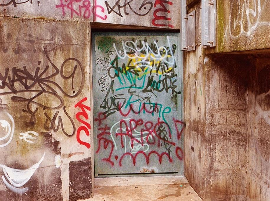 painting-over-graffiti-removing-tags-street-art-mathieu-tremblin-16
