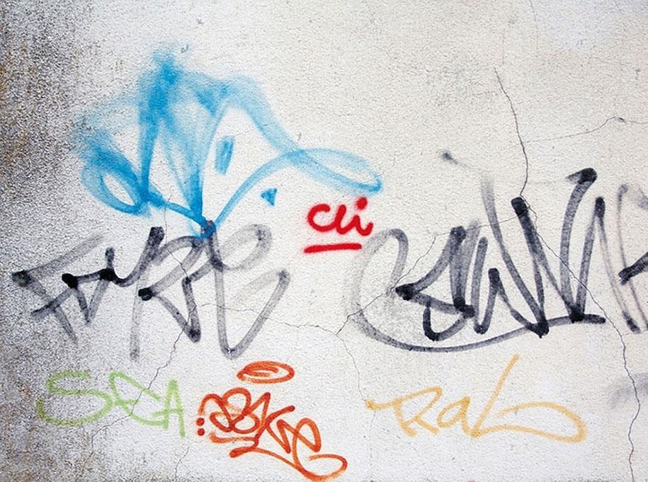 painting-over-graffiti-removing-tags-street-art-mathieu-tremblin-3