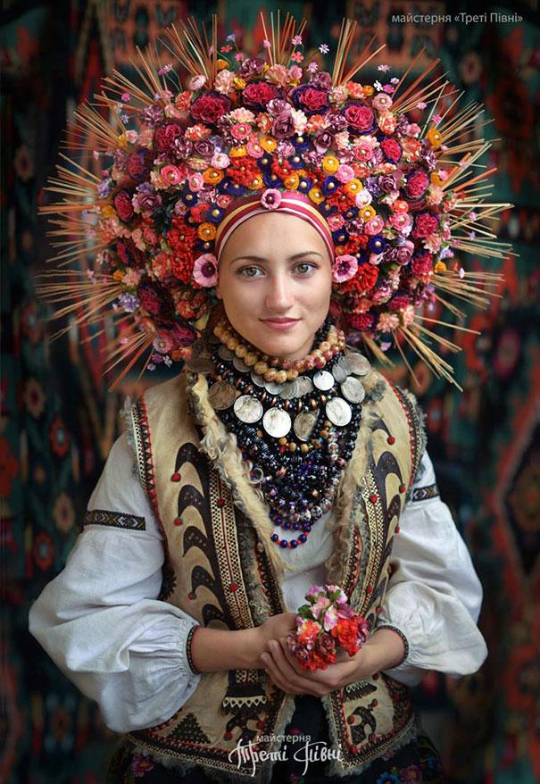 traditional-ukrainian-flower-crowns-treti-pivni-11