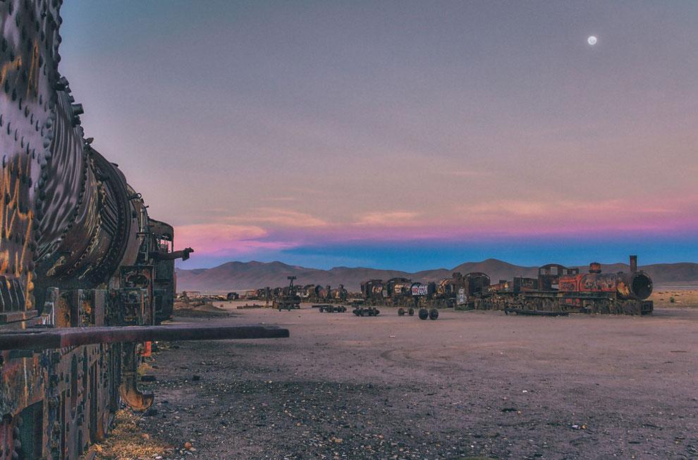 train-graveyard-bolivia-chris-staring-1