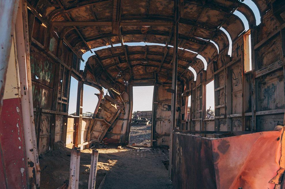 train-graveyard-bolivia-chris-staring-14