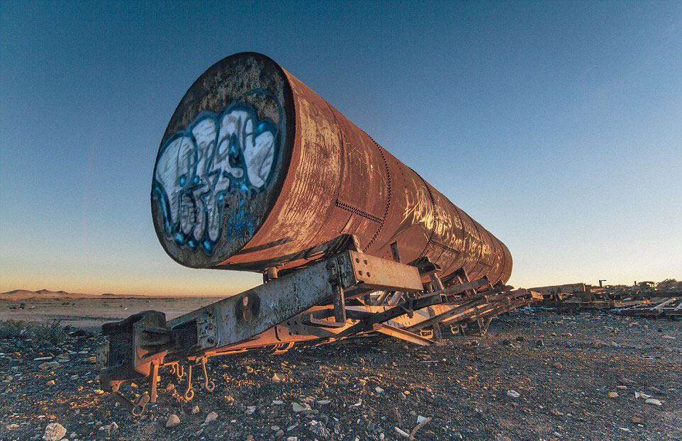 train-graveyard-bolivia-chris-staring-16