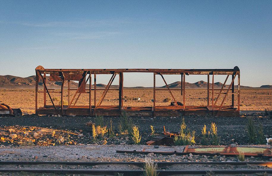 train-graveyard-bolivia-chris-staring-17