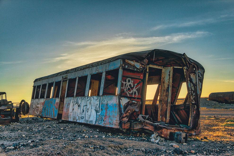 train-graveyard-bolivia-chris-staring-5