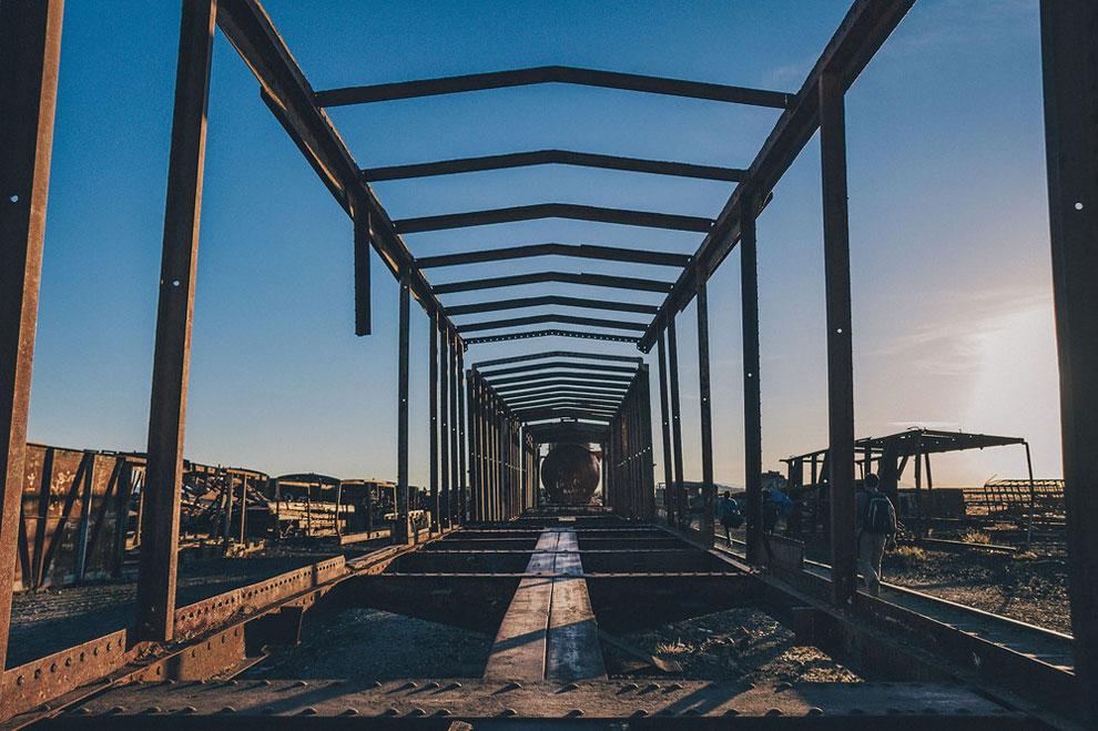 train-graveyard-bolivia-chris-staring-8