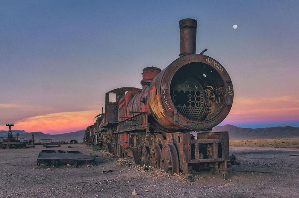 train-graveyard-bolivia-chris-staring-9