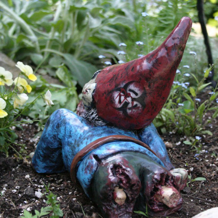 zombie-gnomes-scary-garden-decorations-revenant-fx-7