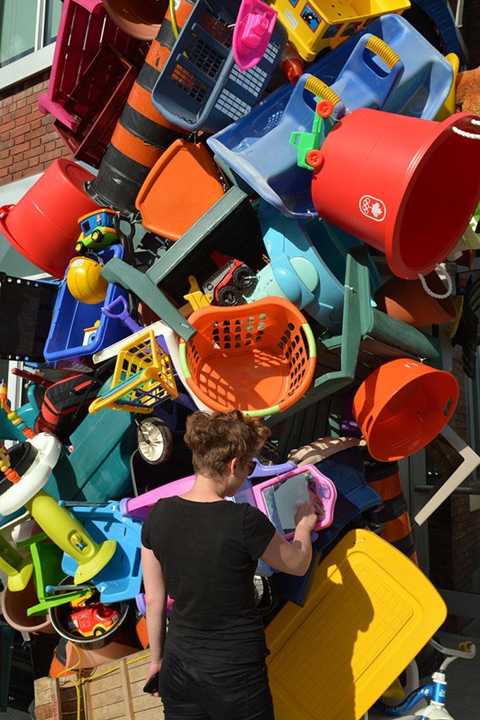 colorful-trash-sculptures-overconsumption-canada-jose-luis-torres-37