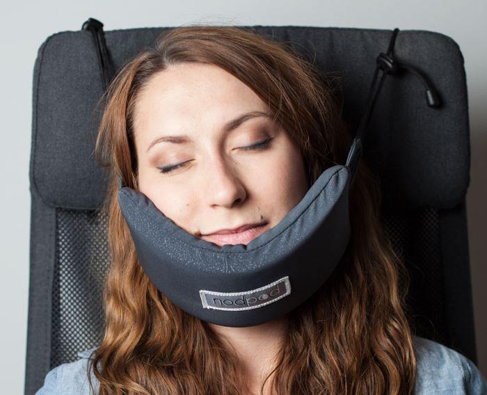 head-hammock-travel-pillow-sleep-plane-nodpod-4