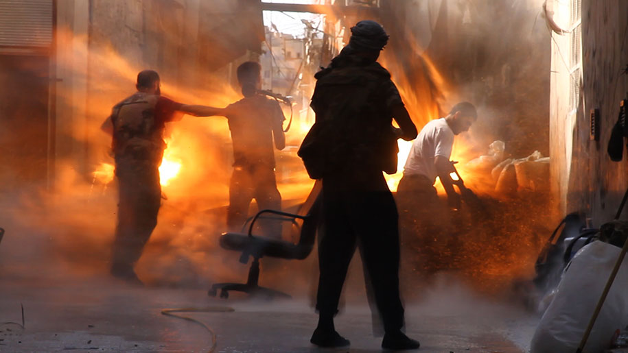 photo-journalism-tank-shell-explosion-moment-syrian-rebels-tracey-shelton-3