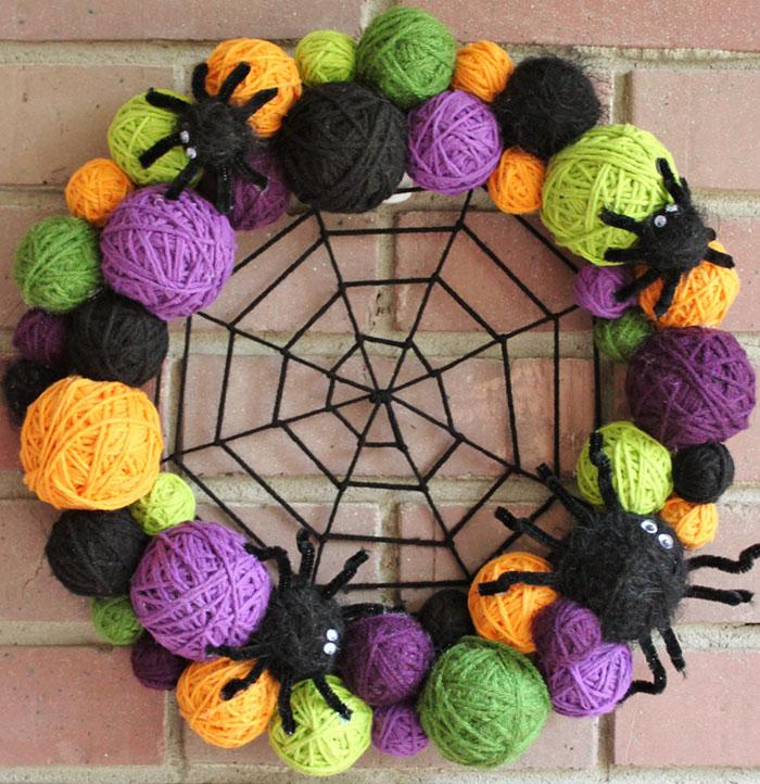 creepy-halloween-wreaths-1