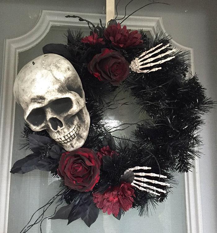 creepy-halloween-wreaths-14