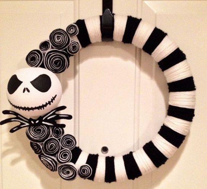 creepy-halloween-wreaths-15