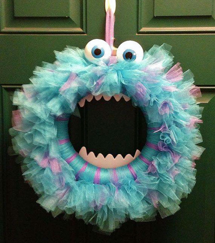 creepy-halloween-wreaths-16