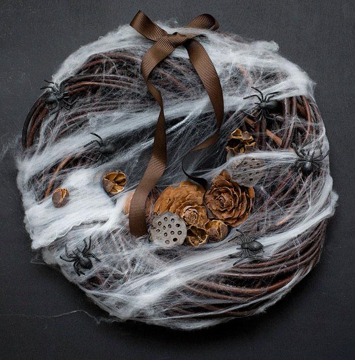 creepy-halloween-wreaths-17