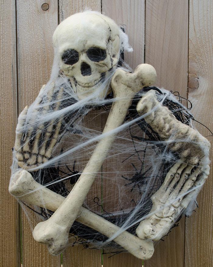 creepy-halloween-wreaths-4
