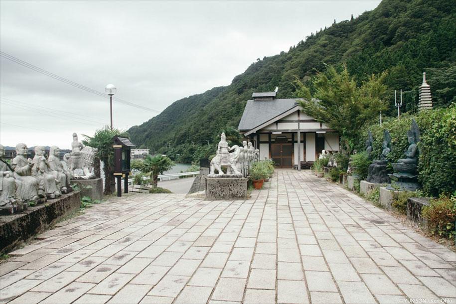 creepy-statues-forbidden-forest-japan-yukisons-ken-ohki-1