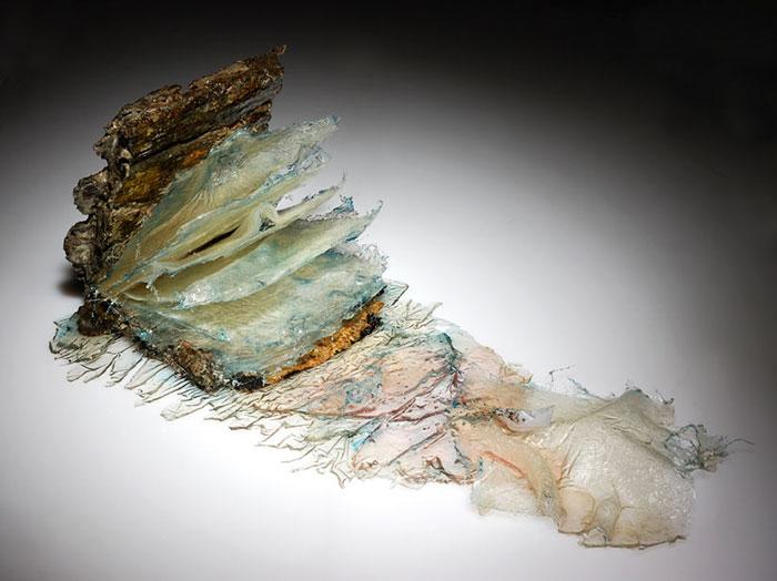 exploding-books-resin-glass-frozen-liquid-sculpture-liquidity-annalu-boerettos-1