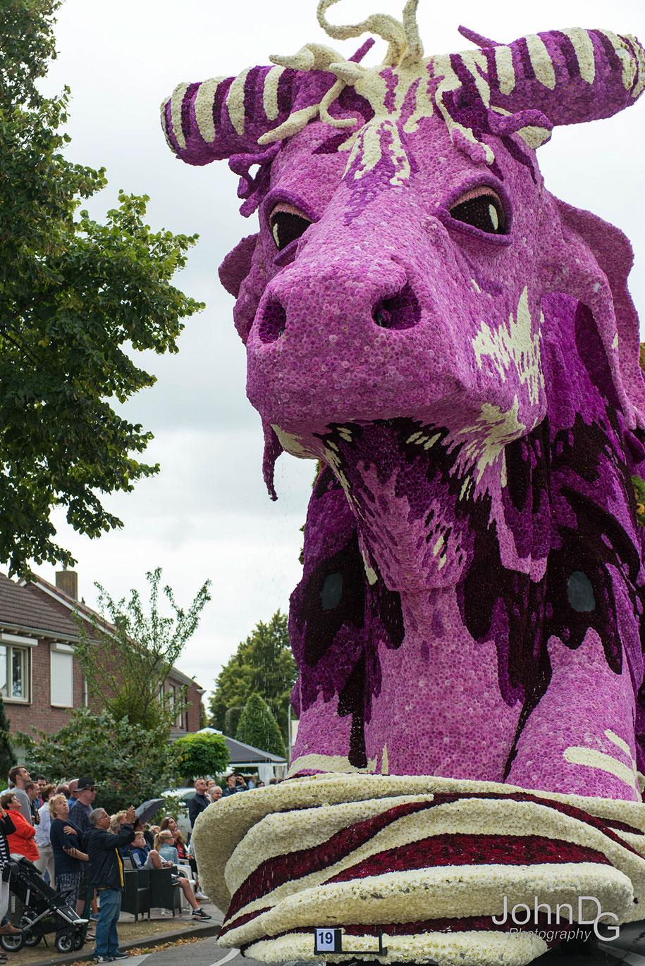 giant-flower-sculpture-parade-corso-zundert-2016-netherlands-11
