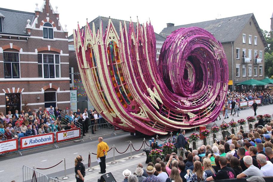 giant-flower-sculpture-parade-corso-zundert-2016-netherlands-3