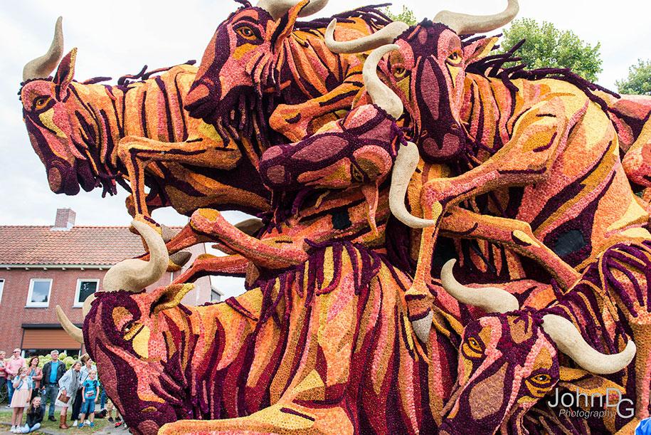 giant-flower-sculpture-parade-corso-zundert-2016-netherlands-30
