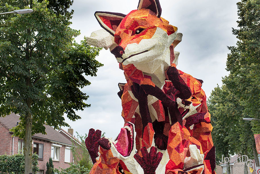 giant-flower-sculpture-parade-corso-zundert-2016-netherlands-33