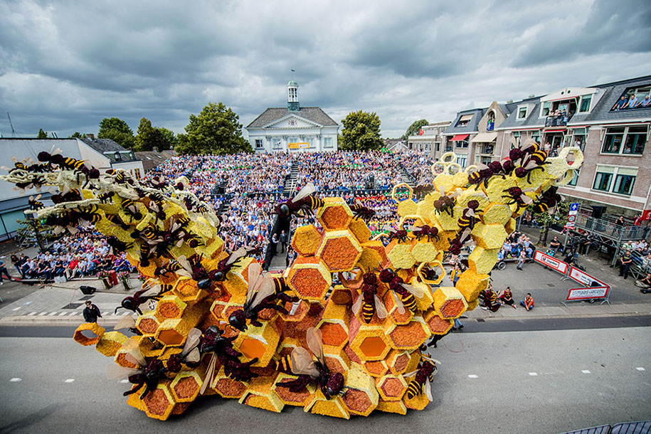 giant-flower-sculpture-parade-corso-zundert-2016-netherlands-65