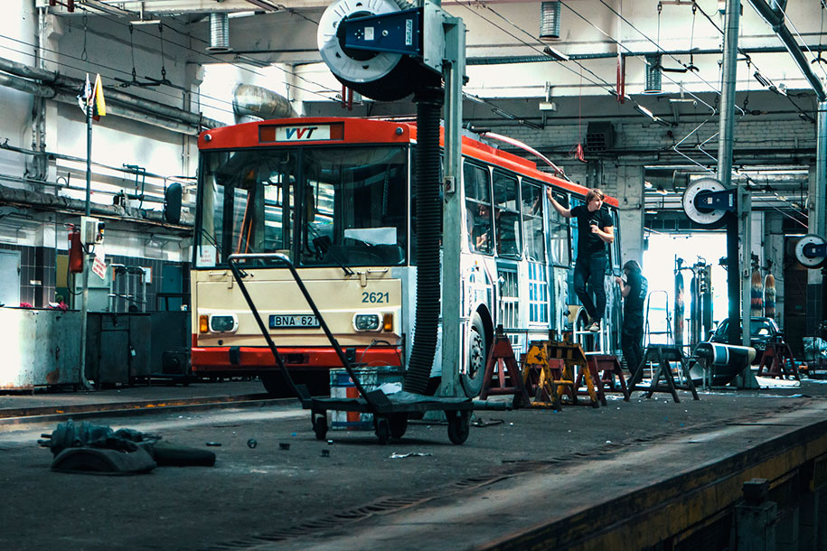 vanishing-trolleybus-vilnius-street-art-festival-liudas-parulskis-5