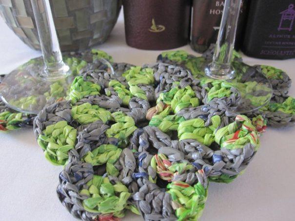 Plastic thread coasters