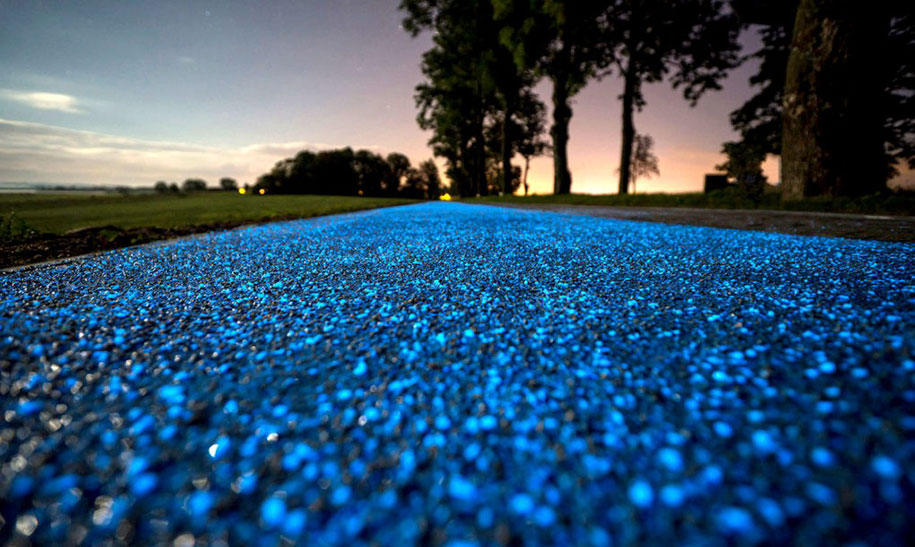 blue-glowing-bike-lane-tpa-instytut-badan-technicznych-poland-5