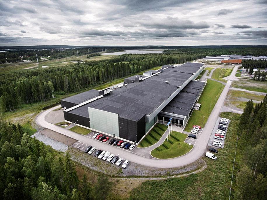 facebook-server-farm-arctic-lule-sweden-8