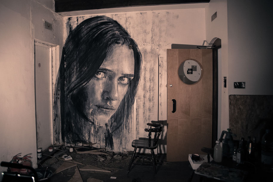 intimate-portraits-abandoned-houses-street-art-empty-rone-29