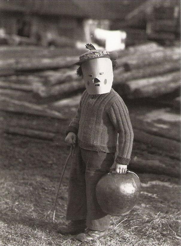 scary-vintage-halloween-costumes-creepy-12
