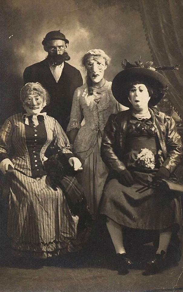 scary-vintage-halloween-costumes-creepy-6