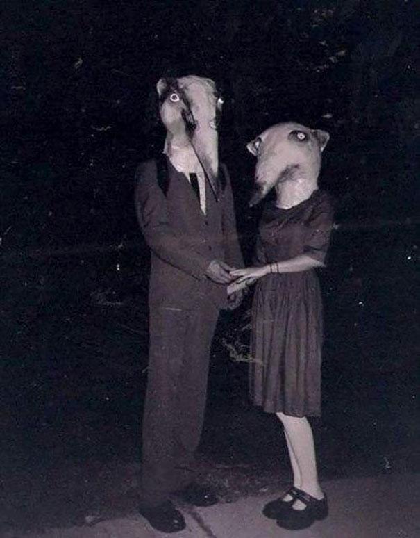 scary-vintage-halloween-costumes-creepy-8