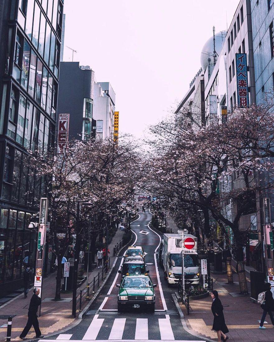 unique-japan-street-photography-10