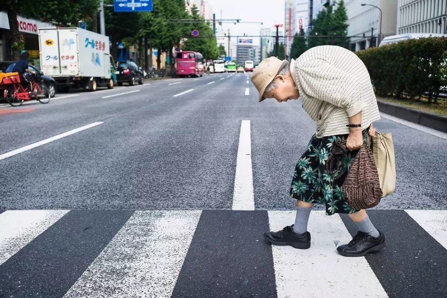 unique-japan-street-photography-6