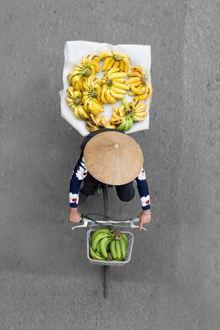 vietnamese-street-vendors-overhead-photos-hanoi-loes-heerink-1