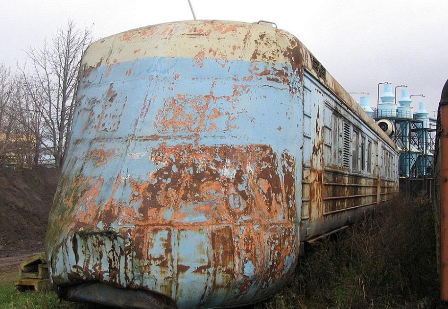abandoned-soviet-jet-train-160mph-1