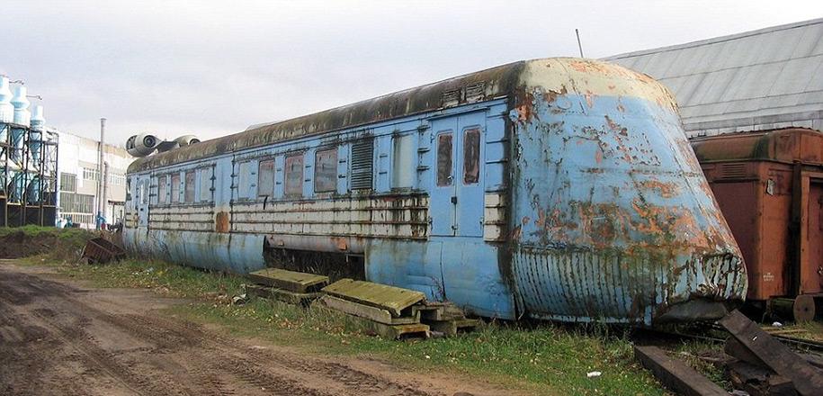 abandoned-soviet-jet-train-160mph-2