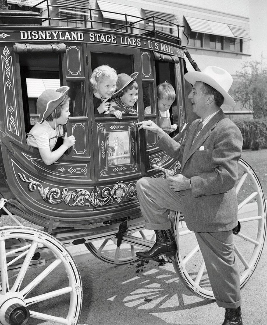 disneyland-opening-day-1955-13