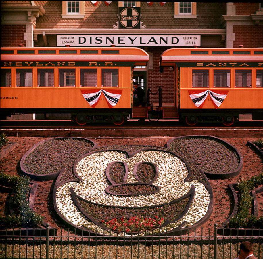 disneyland-opening-day-1955-3