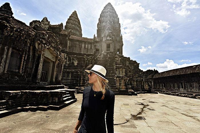 first-woman-visits-all-countries-cassandra-de-pecol-7