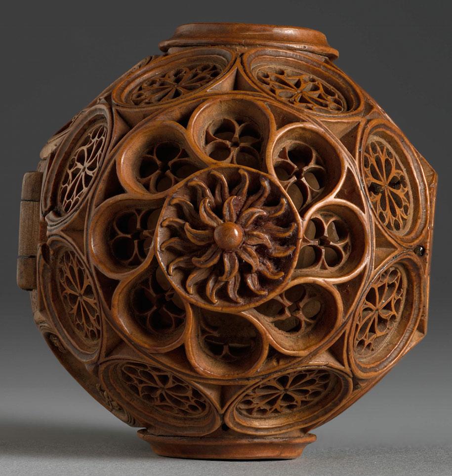 miniature-boxwood-carvings-16th-century-6