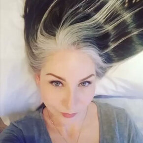30 Women Who Stopped Dyeing Their Hair And Embraced Their Natural Gray Look New Pics Demilked